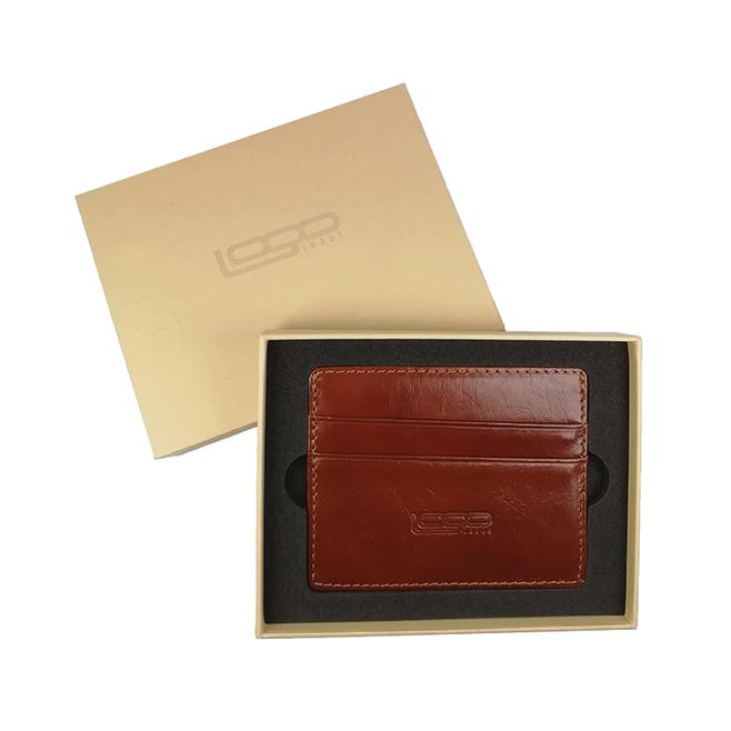 Logollinen korttikotelo tai korttilompakko lahjapakkauksessa